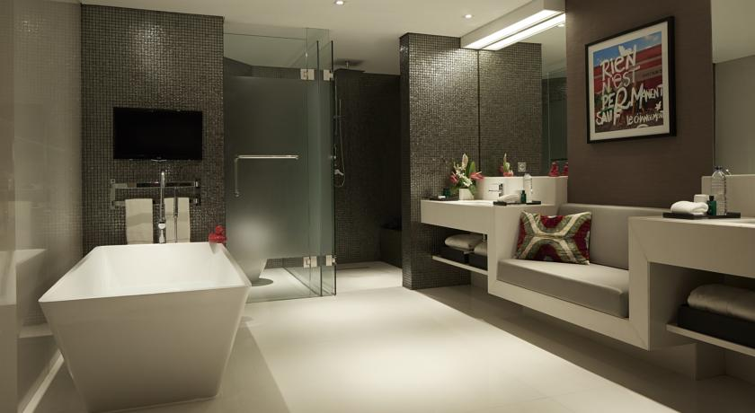 Double Six-Suite Room-Bathroom