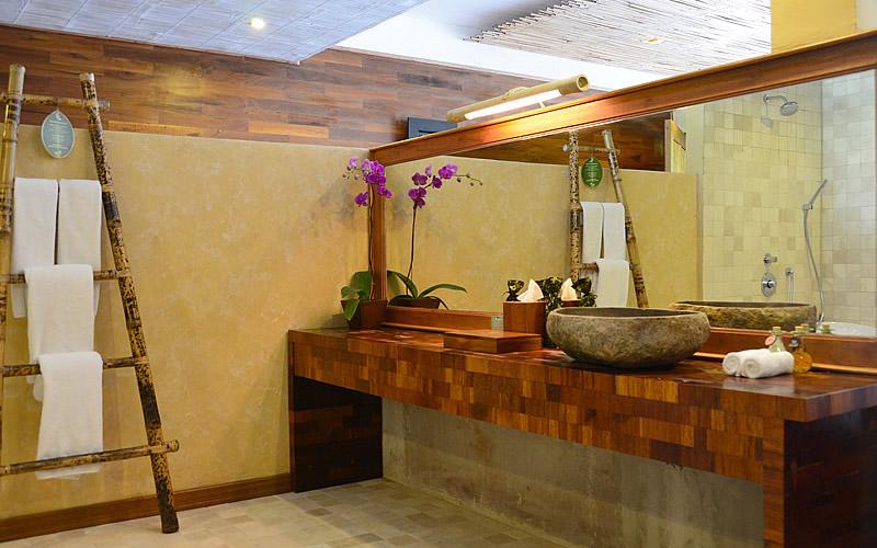 barong-bathroom