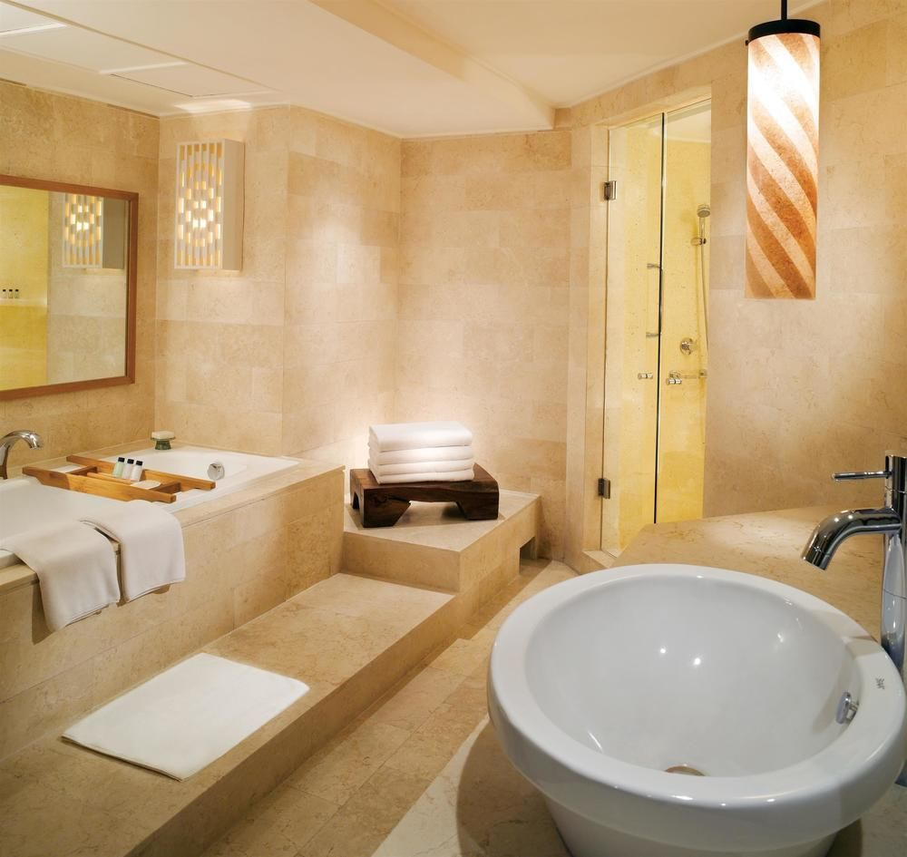 grand hyatt bathroom 2