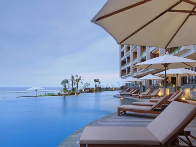 ulu-segara-luxury-suites-gallery-pool1