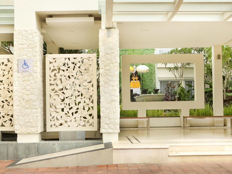 Holiday Inn Bali Kuta Square Lobby