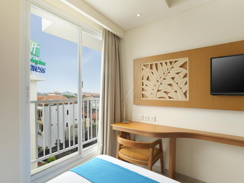 Holiday Inn Bali Kuta Square Queen Room (3)