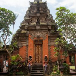 ubud-city-bali-indonesia-ubud-palace-d-central-temple-in-the-ubud-palace-courtyard