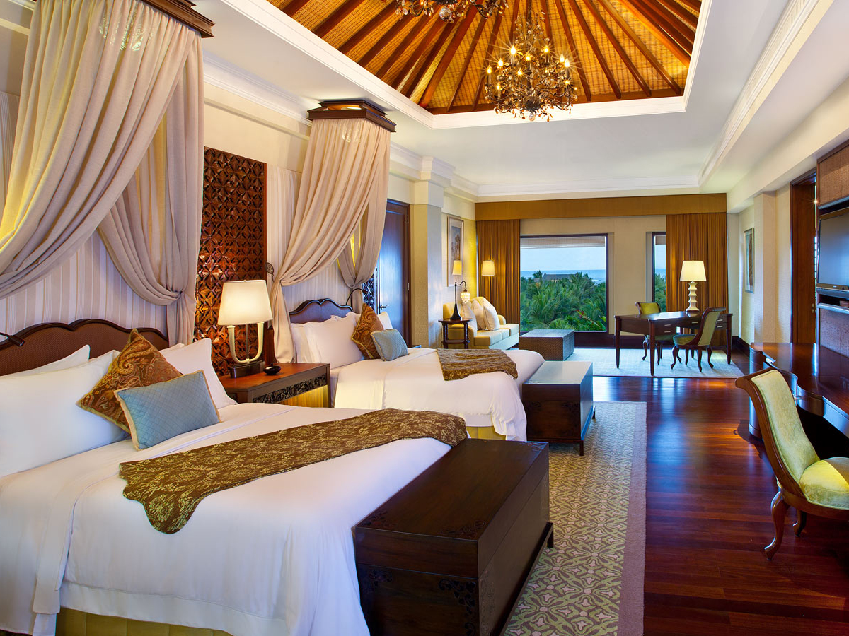 Saint Regis-grand_astor_suite_twin_bedroom