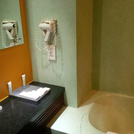 Mercure Kuta Bathroom (3)