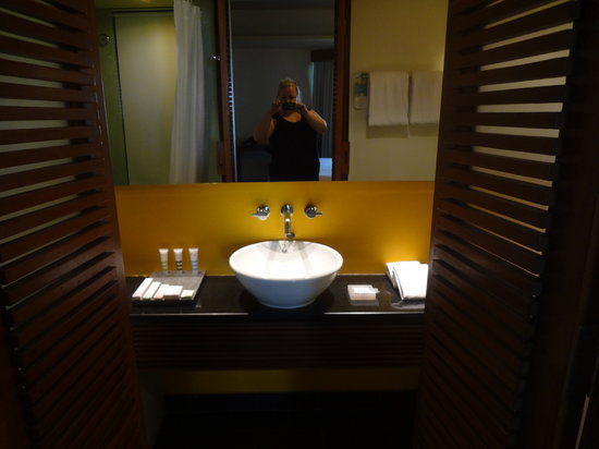 Mercure Kuta Bathroom