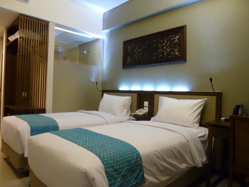 TERRACE HOTEL KUTA DELUXE ROOM (2)